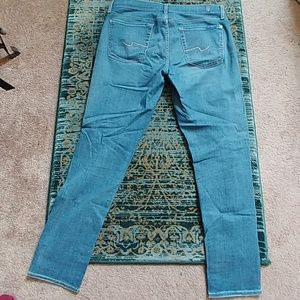 Like new - 7 for all Mankind jeans!